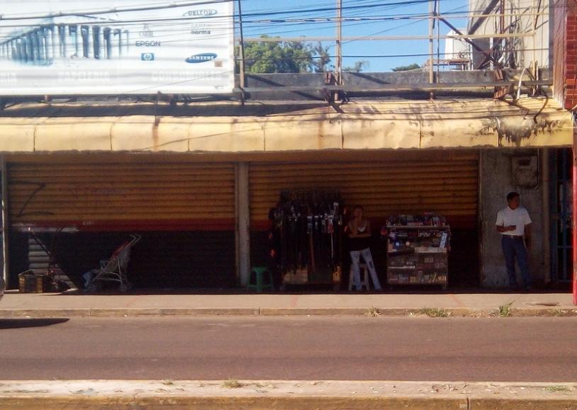 4aea36b2615e Delincuentes abren puerta Santa Maria de locales comerciales en ...